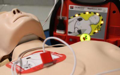 Les défibrillateurs cardiaques obligatoires dans les établissements recevant du public